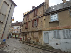 Rue du Vieux Marché, Semur-en-Auxois - towards - Photo of Athie