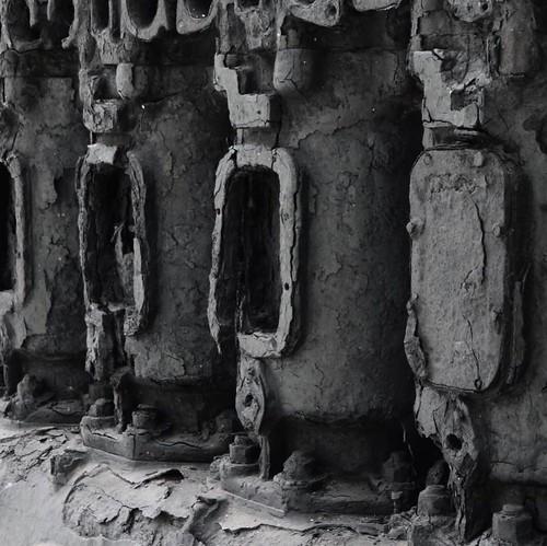 建造から70年のエンジン。海底に28年沈んだ後、引き揚げてさらに20年経つとこうなる。まるで、遺跡。