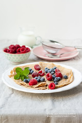 Whole grain spelt pancakes with berries