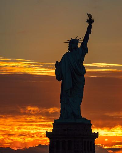 sun ladyliberty statueofliberty nyc nj sky sunrise liberty dawn silhouette jerseycity newjersey unitedstates us