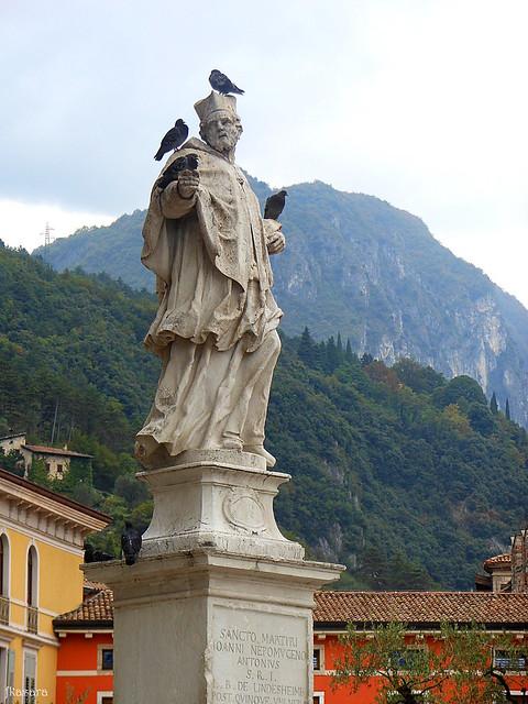 Riva del Garda, Statue