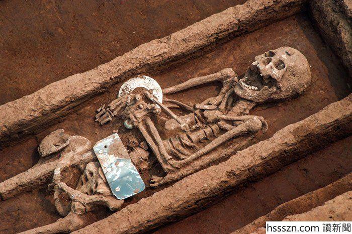 239872347-graves-china-1_700_466