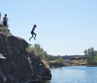 Dacen cliff jumping