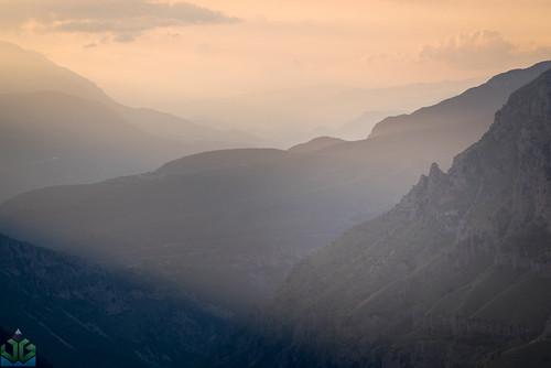 uploadedviaflickrqcom vikosgorge vikos zagoria sunset mountains timfi tymfi beloi epirus gorge greece mountain pindus vradeto zagori ioannina ipirosditikimakedonia gr