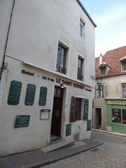 Rue Févret, Semur-en-Auxois - Bistrot - Bar à vin - Le Saint Vernier Restaurant