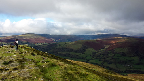 Looking across the Black Mountains (threejumps)