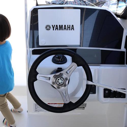 ボートの操縦席って、意外とシンプルなんだよね。