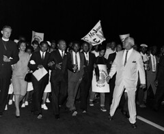 King leads march to White House: 1965