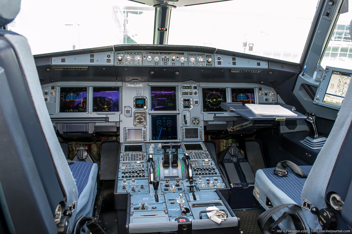 кабина пилотов Air Astana