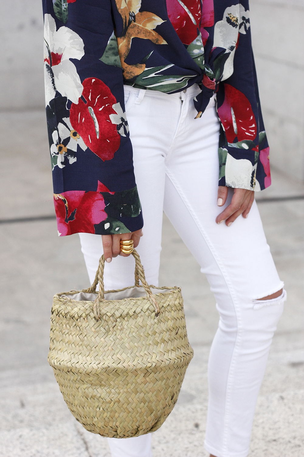 Tropical shirt ripped white denim jeans red heels summer outfit12