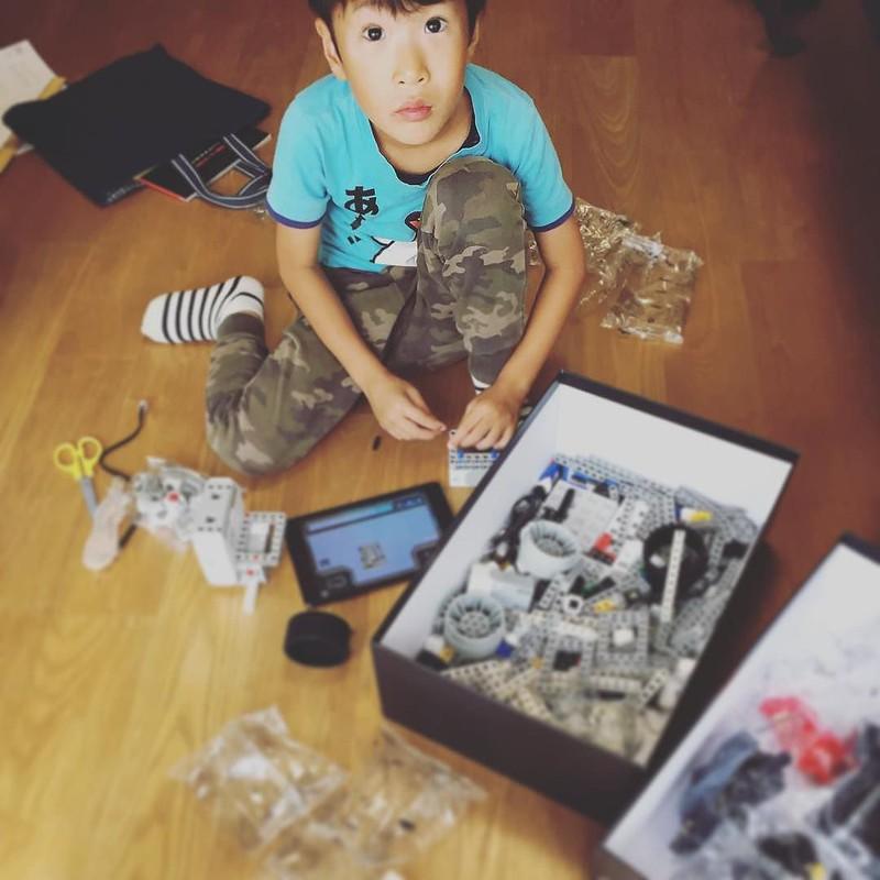 次男の誕生日にロボット 税関NGとかで輸入に約1ヶ月 センサーモジュール付いてないモデルを買ってしまったかもしれぬ...涙 #abilixkrypton