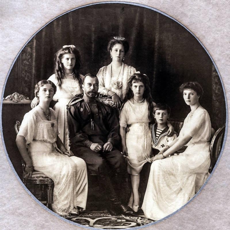 Tsar Nicholas II with his family, Empress Alexandra, daughters Olga, Tatjana, Maria, Anastasia and son Alexej