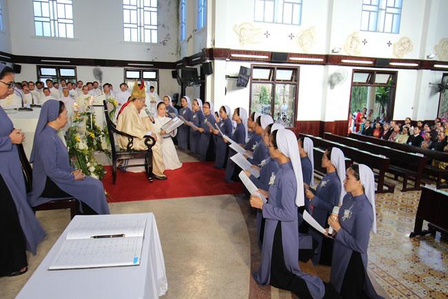 Hình ảnh Thánh Lễ Khấn Dòng 2017 tại Hội Dòng Mến Thánh Giá Huế