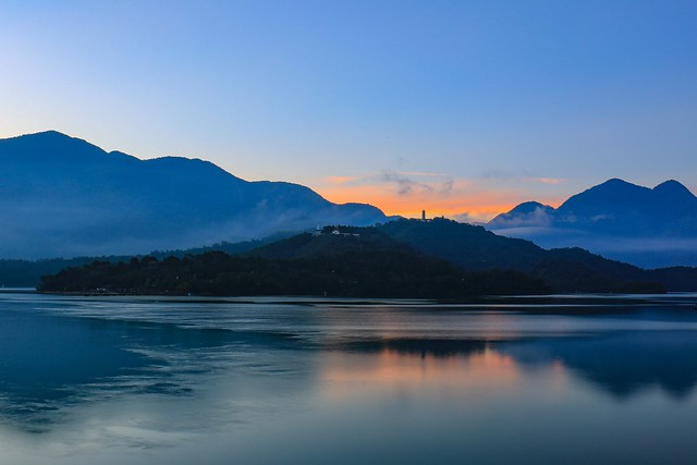 明潭⋯⋯破曉(Day break at sun moon lake)。