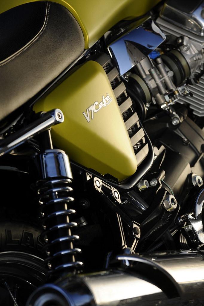 Moto-Guzzi V7 750 Cafe Classic 2010 - 16
