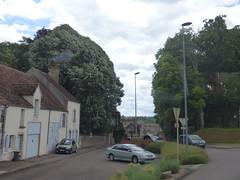 On the coach to Semur-en-Auxois - roundabout at Rue de Paris