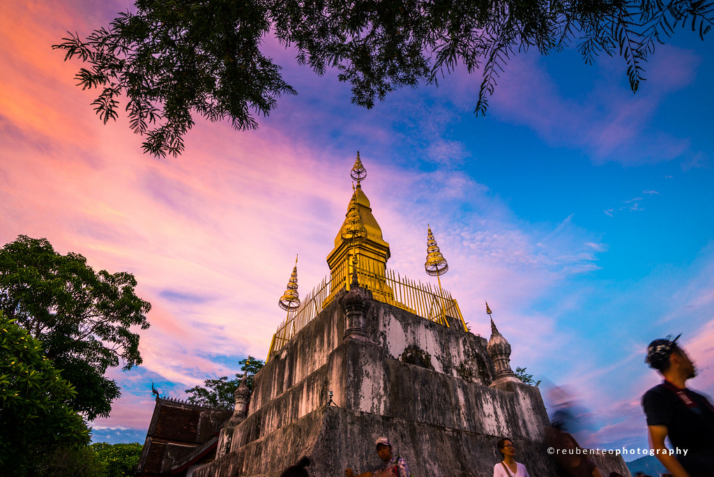 Sunset at Wat Chom Si