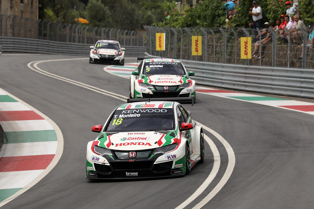 18 MONTEIRO Tiago (prt) Honda Civic team Castrol Honda WTC action 05 MICHELISZ Norbert (hun) Honda Civic team Castrol Honda WTC action during the 2017 FIA WTCC World Touring Car Championship race of Portugal, Vila Real from june 23 to 25 - Photo Paulo Maria / DPPI
