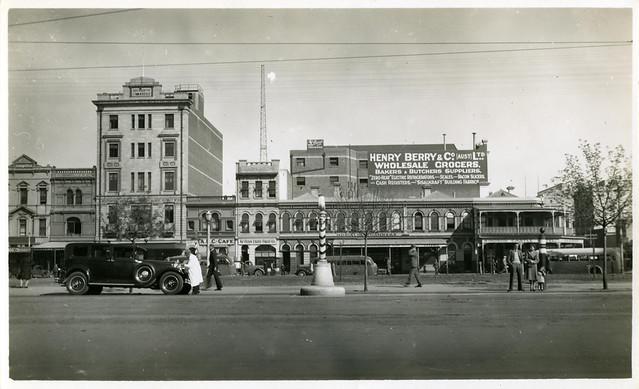 Western Roadway, Victoria Square