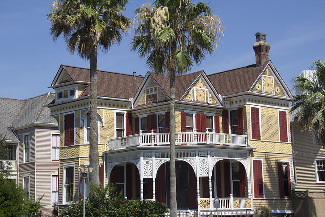 Galveston sculptures and houses_32