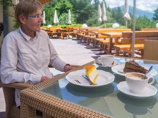 Kaffeepause am Hotel Panider Sattel