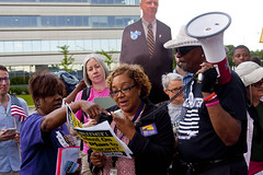 Cynthia Sylvia LPN Home Healthcare Worker SEIU Healthcare Protest at Fundraiser for Illinois Governor Bruce Rauner Rosemont 6-19-17 121