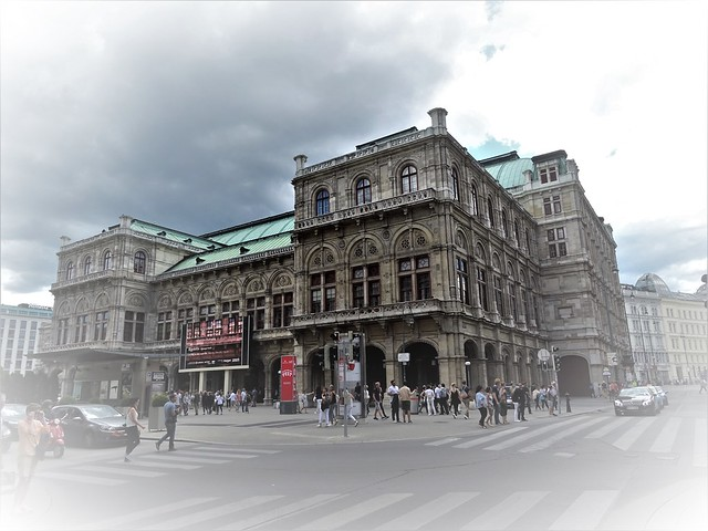 Wien, 1. Bezirk (the art of historic institutions in the core of downtown Vienna), Wiener Staatsoper, Ópera Estatal de Viena, L'opéra d'État de Vienne, Vienna State Opera, Opera Wiedeńska (Philharmonikerstraße/Kärntner Straße/Herbert-von-Karajan-Platz)