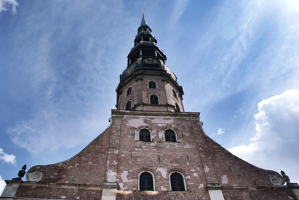 Eglise Saint Pierre dans la Vieille Ville de Riga.