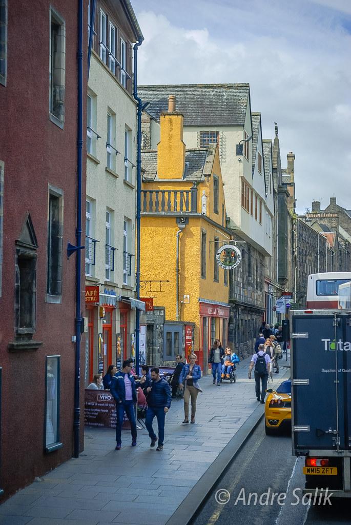 the royal Mile in Edinburgh  DSC_7811
