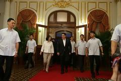 07.11 總統陪同巴拉圭共和國卡提斯總統步入餐會現場