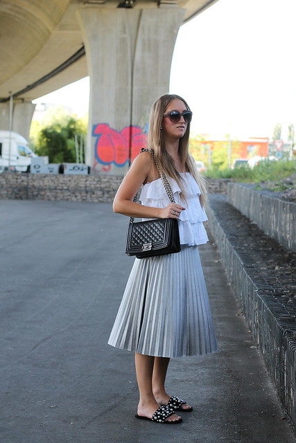 silver-skirt-and-shoes-with-pearls-whole-outfit-wiebkembg
