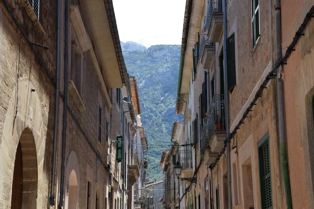 Una calle del pueblo.