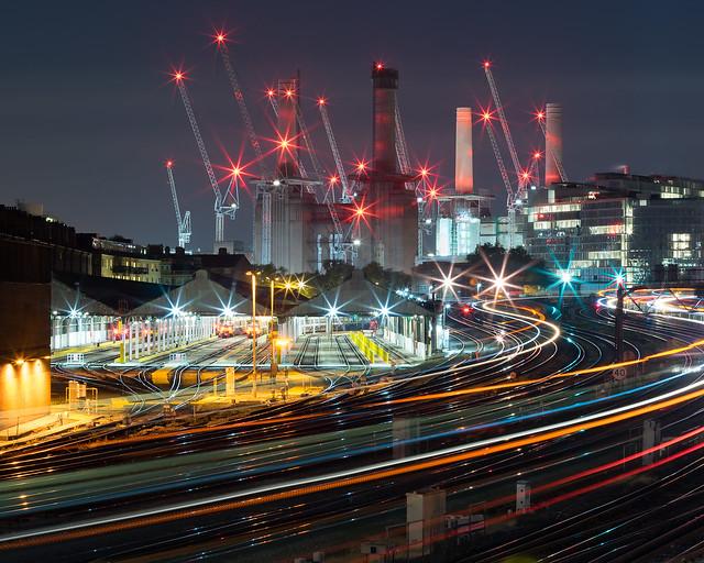 Battersea power station starburst, Sony ILCE-7R, Sony 70-400mm F4-5.6 G SSM (SAL70400G)