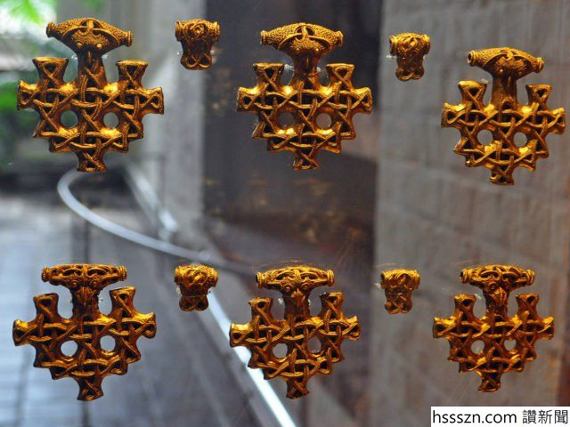 Closeup-of-some-pendants..-Photo-Credit-640x480_640_480