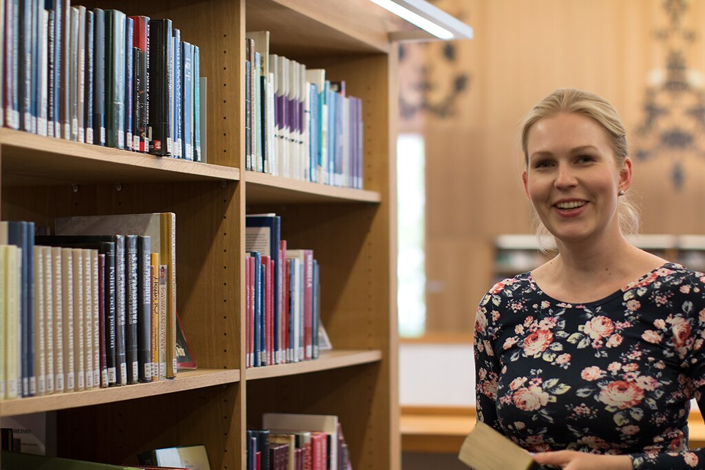 kirjastossa01
