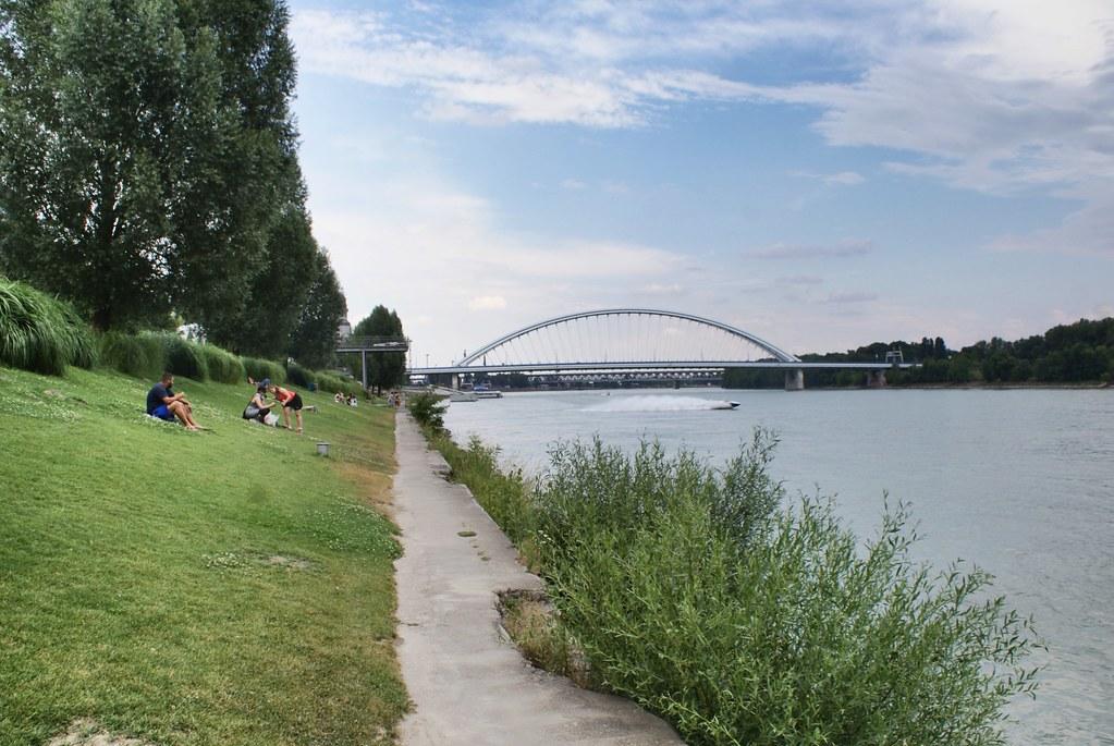 Parc au bord du Danube à Bratislava.