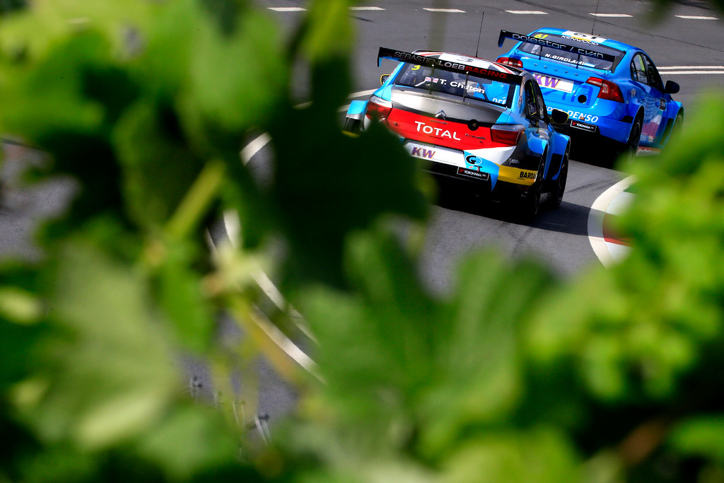 03 CHILTON Tom (GBR) Citroen C-Elysee team Sébastien Loeb Racing action 61 GIROLAMI Nestor (arg) Volvo S60 Polestar team Polestar Cyan Racing action during the 2017 FIA WTCC World Touring Car Championship race of Portugal, Vila Real from june 23 to 25 - Photo Paulo Maria / DPPI
