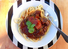 SLICED BEEF SHANKS BRAISED IN MERLOT