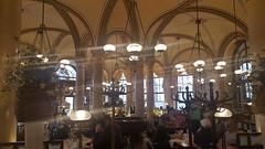 Caf� Central.   Central Cafe.
