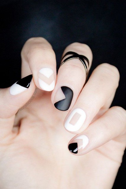 DIY Makeup Tutorials : Black and White Geometric Nail Designs | 9 Minimalist Nail Art Designs For Sprin...https://diypick.com/beauty/diy-makeup/diy-makeup-tutorials-black-and-white-geometric-nail-designs-9-minimalist-nail-art-designs-for-sprin/