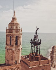 (#droneview)   #Sitges is a coastal town in #Spain's Catalonia region, southwest of #Barcelona, backed by the mountainous Parc Natural del Garraf. It's known for its #Mediterranean beaches and seafront promenade lined with grand mansions. The compact old
