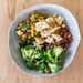 Salad Bowl mit rote Bete, Quinoa, Brokkoli und Hühnchen von wuestenigel