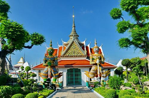 world travel reise viajes asia southeastasia thailand bangkok tropical temple templos tempel wat watarun yakshas city ciudades cityscape cityview städte stadtlandschaft outdoor