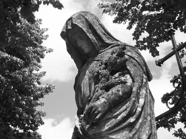 La dame du cimetière