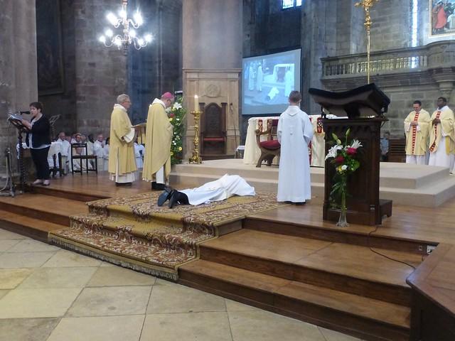 2017 06 25 Ordination presbyérale Manoj Visuvasam, cathédrale de Rodez (133)