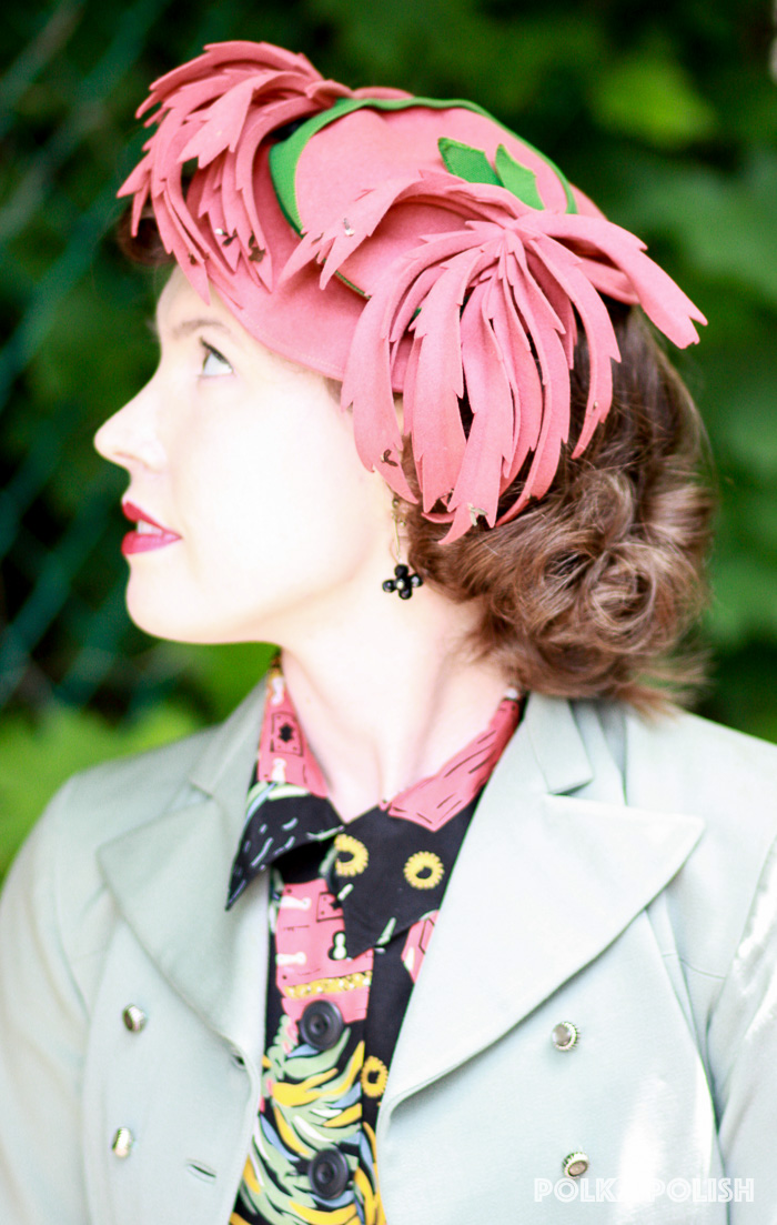 Vintage 1940s abstract peachy mauve hat with green ribbon