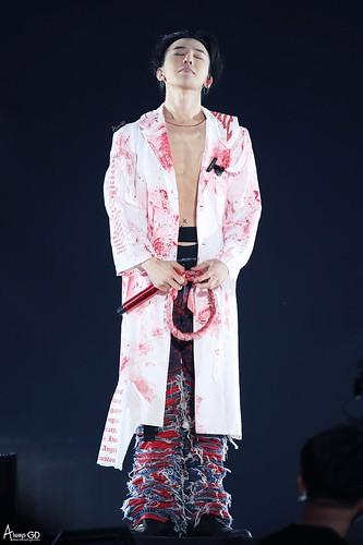 G-Dragon ACT III MOTTE in Seoul 2017-06-10 (10)