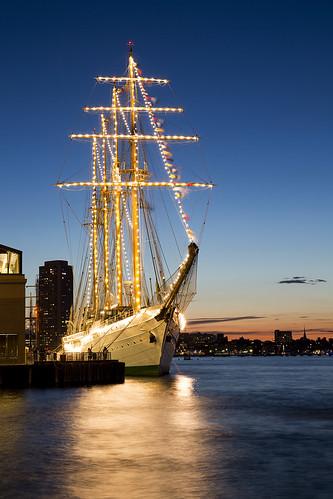 sailboston tallships ship sailboston2017 boston bostonharbor summer emeralda worldtradecenter lights sunset port longexposure canon 5dmarkiii 24105l