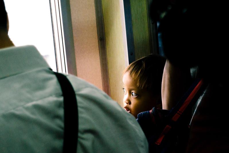 Anak Kecil di Kereta