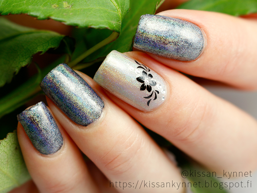 holo_powder_nail_art
